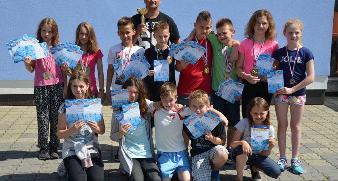 Pływacy KSZO wygrywają w Ropczycach
