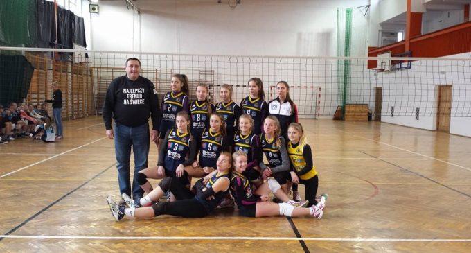 Młode siatkarki dzielą i rządzą w województwie