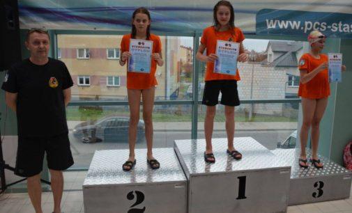 W Staszowie młodzi pływacy sprawdzili wytrzymałość i wszechstronność