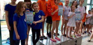 Flota KSZO wygrywa inaugurację sezonu w Świętokrzyskiej Małej Lidze Pływackiej