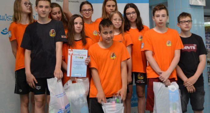 Pływacy KSZO na podium w mistrzostwach 13-latków w Ostrowcu Św.